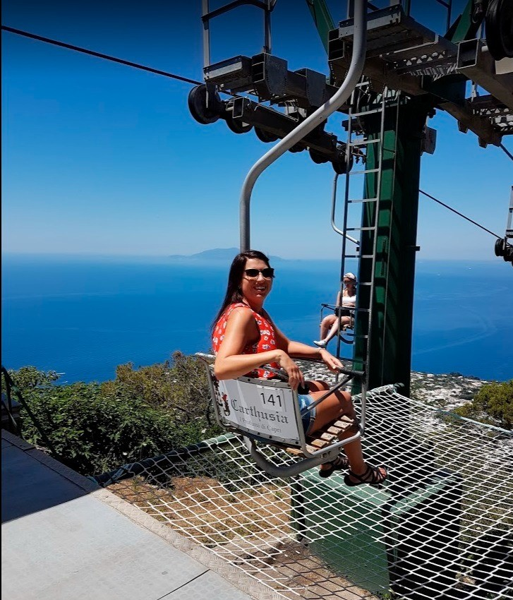Live like the stars on an Isle of Capri and Blue Grotto day tour