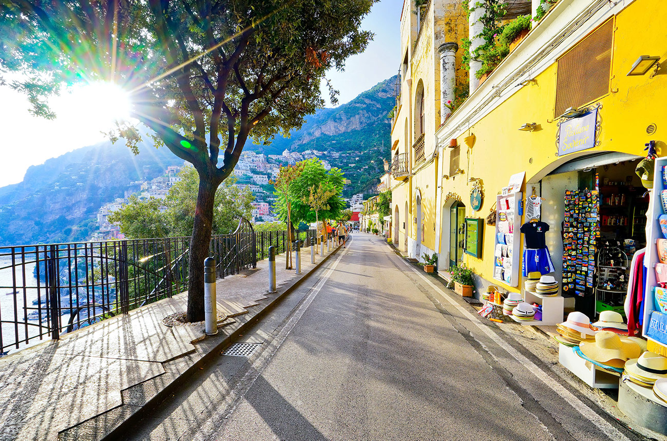 Make your dream come true: take an Amalfi Coast private tour to Pompeii, Sorrento and Positano in just one day